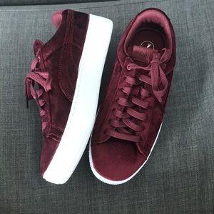 PUMA burgundy velvet sneakers- NEW